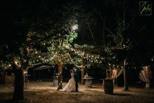 Décoration de récupération et lumières LED pour un mariage écologique au Lieu-dit Armagnac, Haute Garonne, 31. Miles Photography Fabio Miglio.